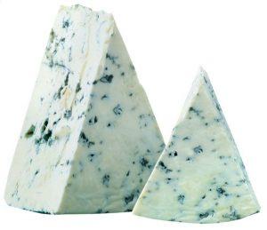 Сыр с голубой плесенью Голд Блю ~2,5 кг. 50% Россия